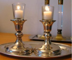 ighting candles on Rosh Hashanah